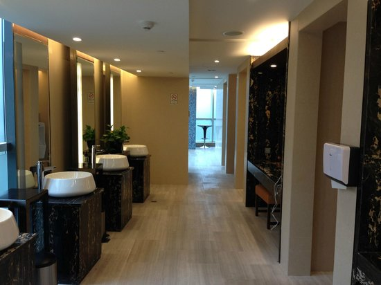 Ascott IFC Guangzhou: Male Changing Room on 6th Floor
