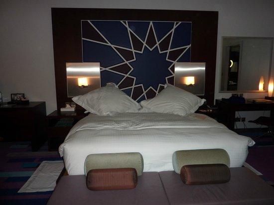Dubai International Hotel: grand lit bien confortable