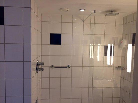 Park Inn by Radisson Bedford: bathroom