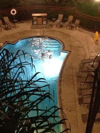 Residence Inn Anaheim Resort Area/Garden Grove: Our room overlooked the pool, games area.
