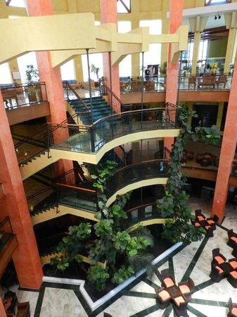 Sandos Papagayo Beach Resort: Hall del hotel.