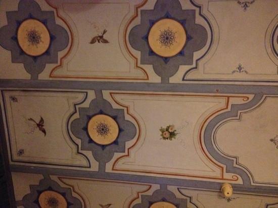 Hotel Panda: fresque au plafond