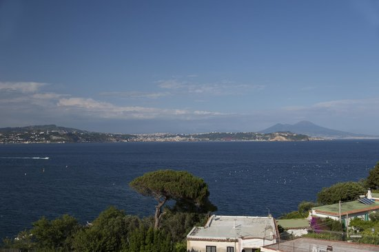 B&B Dea Fortuna: View towards Naples