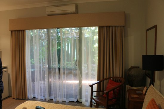Vintages Accommodation: Вид из комнаты во внутренний двор