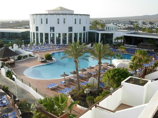 Sandos Papagayo Beach Resort: Vista piscina principal.