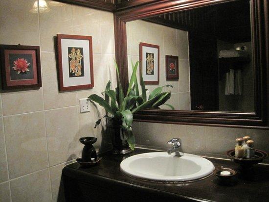 HanumanAlaya Boutique Residence : Our en-suite bathroom