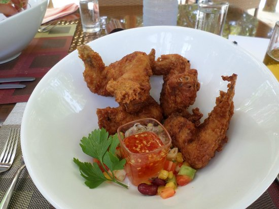 Kuramathi: Island BBQ for lunch, amazing chicken wings in batter