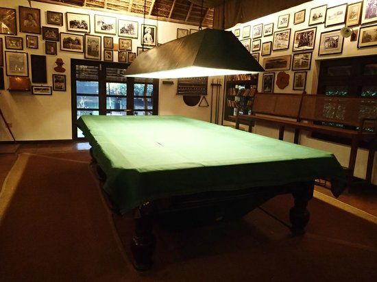 Spice Village : Wood bar - Billiards table