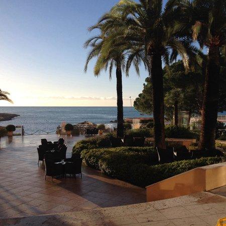 Le Meridien Beach Plaza: Relax, it can wait!