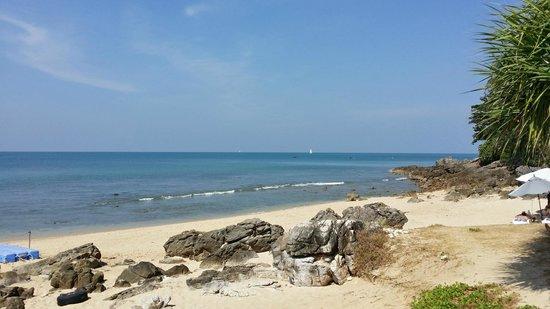 Rawi Warin Resort & Spa: beach