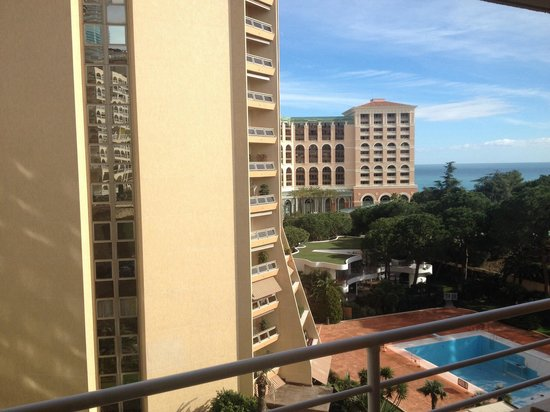 Le Meridien Beach Plaza: View from room 828, nice!