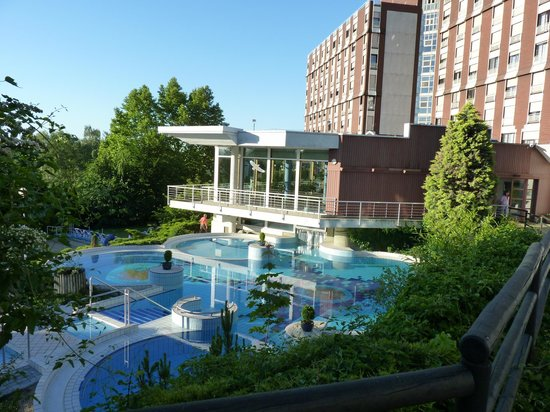 Danubius Health Spa Resort Aqua : в парке отеля