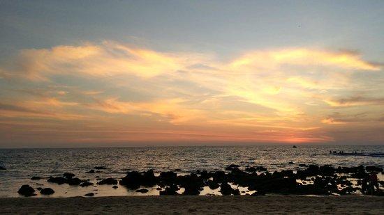 Rawi Warin Resort & Spa : low tide at dusk