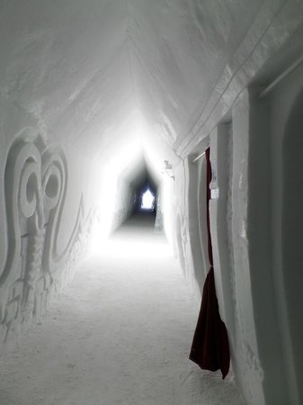 Hotel de Glace: hallway to some rooms