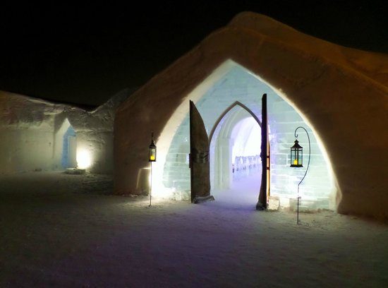 Hotel de Glace: outside at night