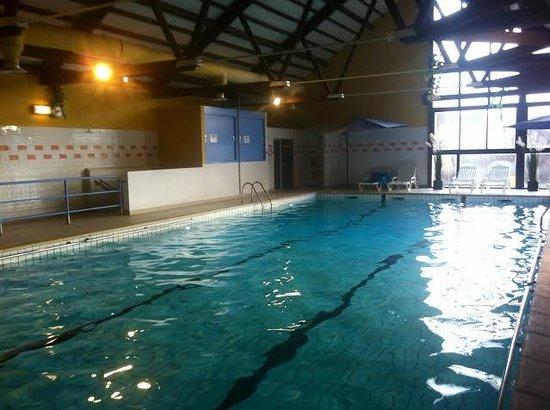 Club Serre-du-Villard: Piscine intérieure et chauffée