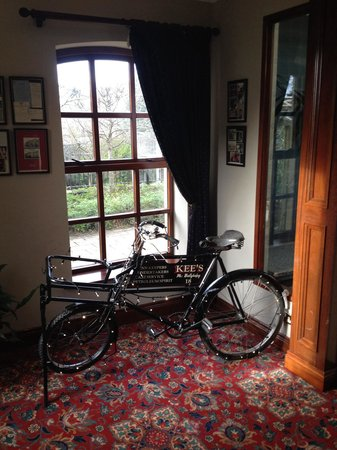Kee's Hotel, Leisure & Wellness Centre : Hote is full of charm and character! Antique bike in the hallway was cool!