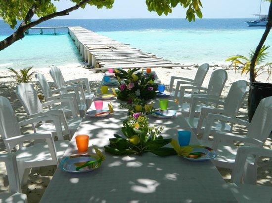 Maldive Due Palme : tavolata ad ambara