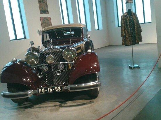 Automobile and Fashion Museum: espectacular