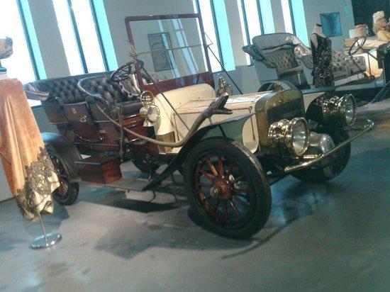 Automobile and Fashion Museum: gracioso