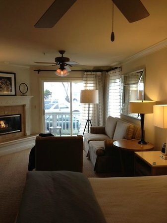 Pelican Inn & Suites : Suite with a view