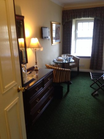 Kee's Hotel, Leisure & Wellness Centre : Room 112 was very cosy and very well presented. After we checked in and returned to the bar the