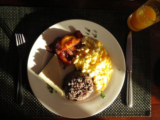Tortuga Lodge & Gardens: Gallo pinto for breakfast.