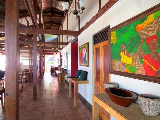 Tortuga Lodge & Gardens: Dining area.