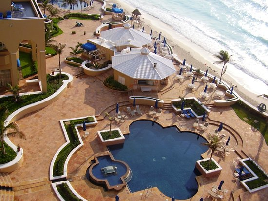 The Ritz-Carlton, Cancun: Adult pool and bar patio view