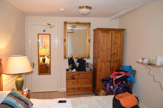 Horse & Farrier Inn: room 6