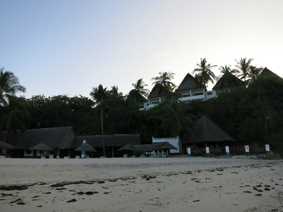Mnarani Hotel: Creek view rooms - taken from the beach