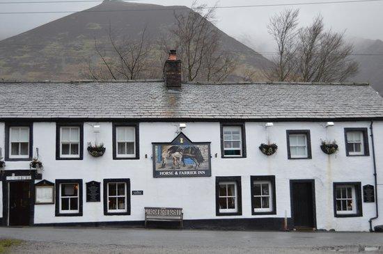 Horse & Farrier Inn: outside