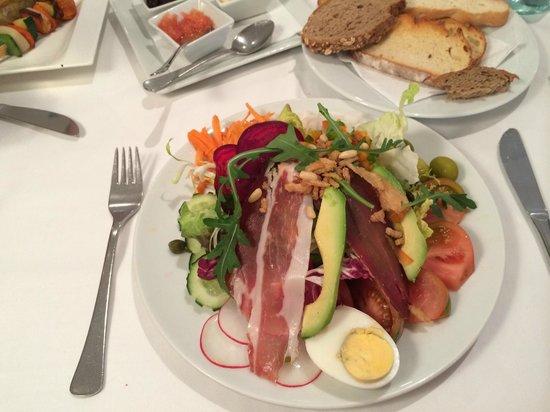 Restaurante Navarro: Navarro salad. Delicious and substantial.