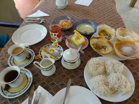 Blue Sky Guest House: petit dej local