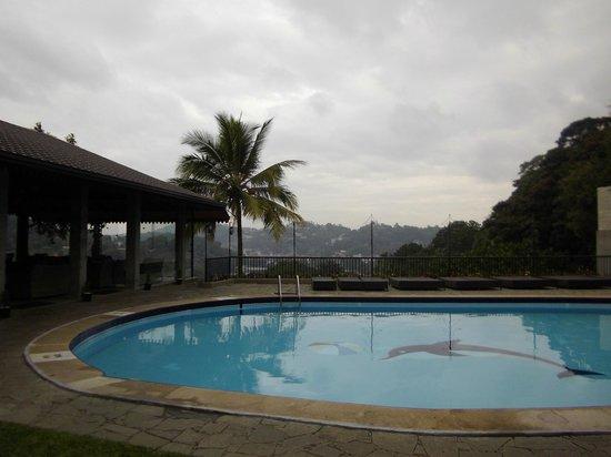Hotel Thilanka: piscine