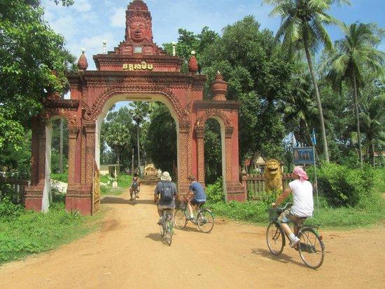 Maisons Wat Kor : Une idée : visiter Battambang à vélo