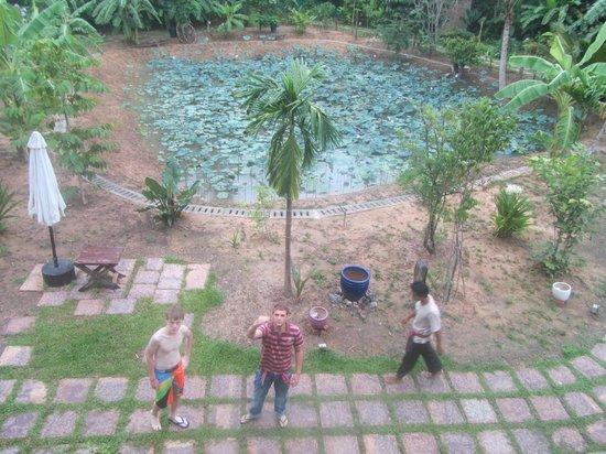 Maisons Wat Kor : L'étang en face des chambres
