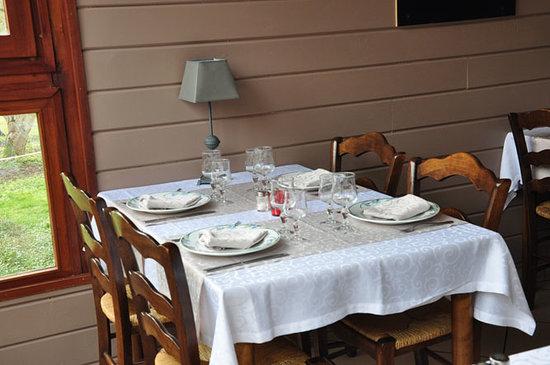 AUBERGE DU MOULIN DE SAINTE VERTU : Nouvelle salle de restaurant