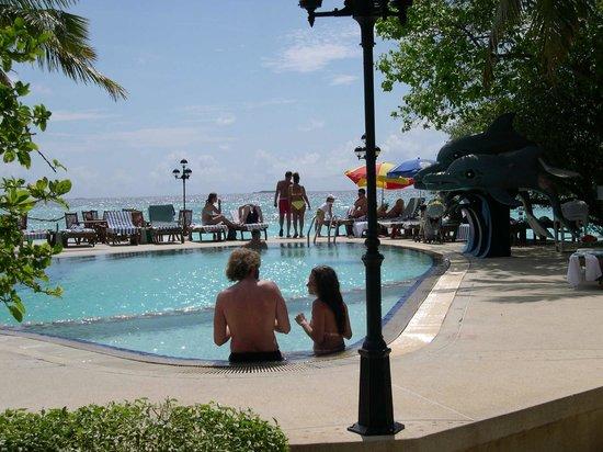 Paradise Island Resort & Spa: Pool