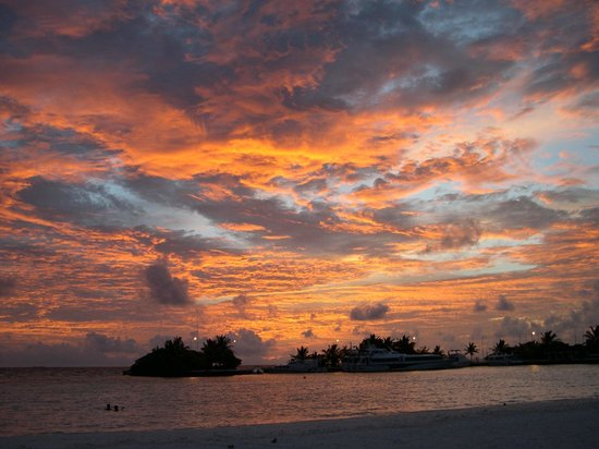Paradise Island Resort & Spa: Sunset