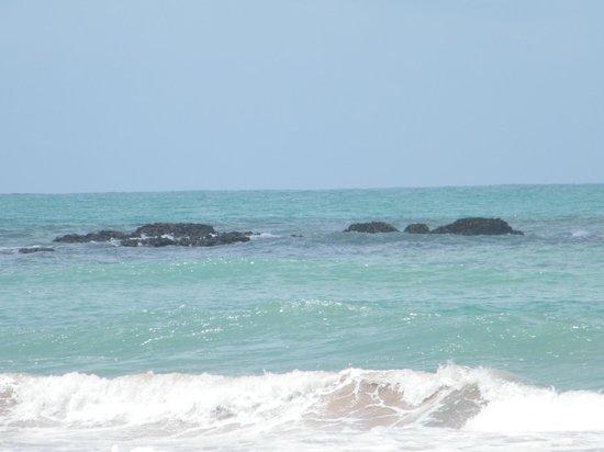 Pontal De Ocapora: Mar em frente o Hotel Pontal de Ocaporã