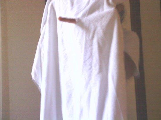Azak Suit : Holes on the towels