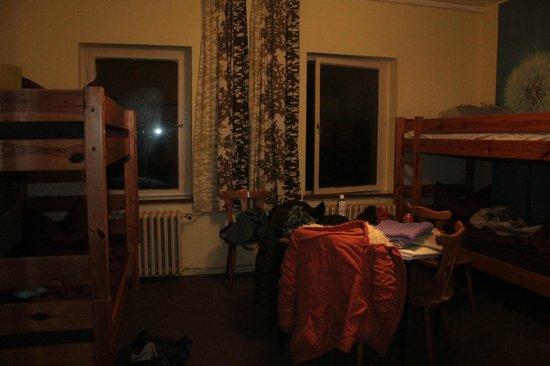 Kangaroo-Stop Hostel: комната и беспорядок