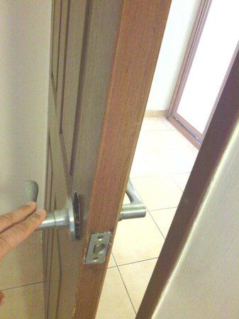 Azak Suit : Door broken, It did not close
