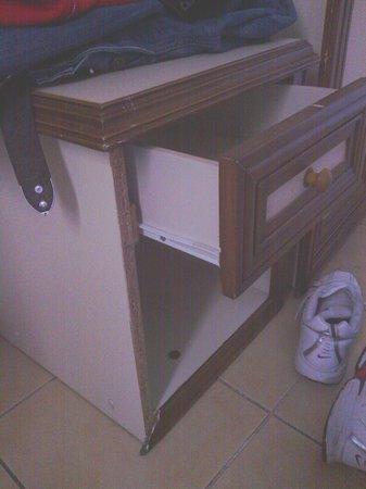 Azak Suit : Old cupboard and broken