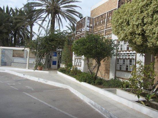 Hotel l'Oasis Gabes : Parking
