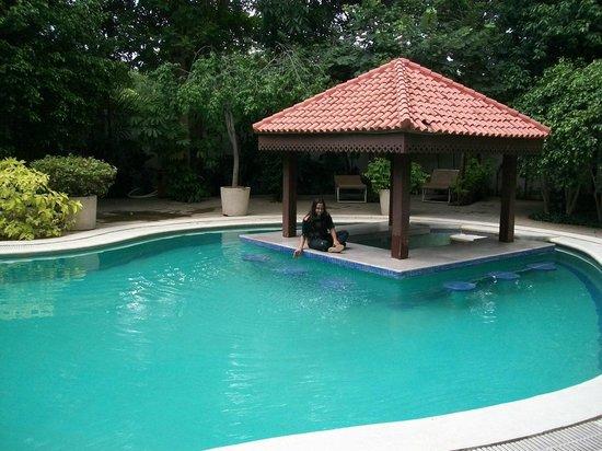 Leonia Holistic Destination: Pool