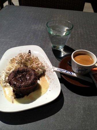 Le Bacchus : Petit café Moelleux Chocolat du Serveur à Chapeaux !
