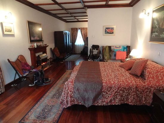 Cocoon Hills: grande chambre