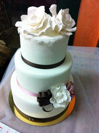 Gelateria Pasticceria Ela: Weeding cake in pasta di zucchero